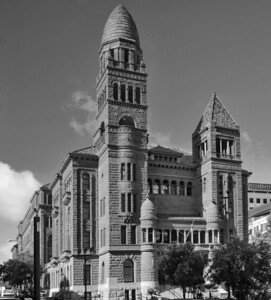 B & W Photo of the Courthouse
