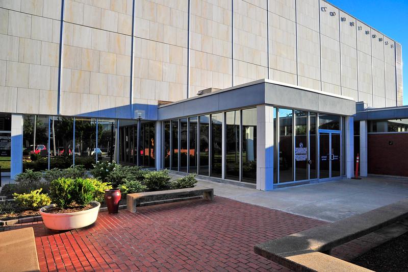 Brazos_County_Courthouse_Public-entrance_RAW2394