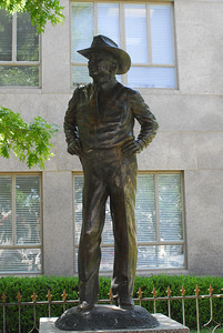 Sheriff Wallace W. Riddell Memorial Statue