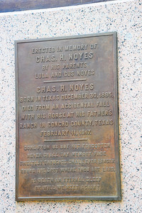 Plaque on Statue