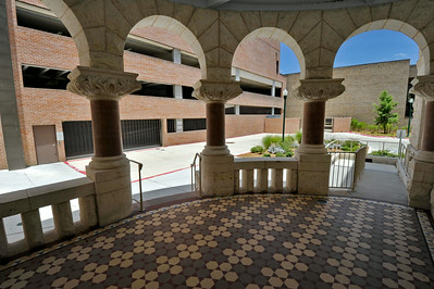 Comal_County_Courthouse_Entrance-view-outward_DSC0259