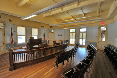Comal_County_Courthouse_courtroom_DSC0262