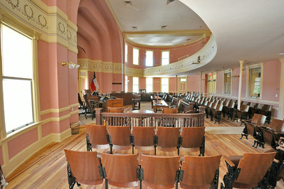 Comal_County_Courthouse_courtroom_DSC0270