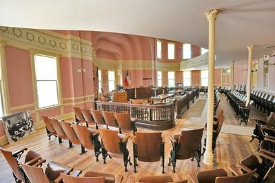 Comal_County_Courthouse_courtroom_DSC0269