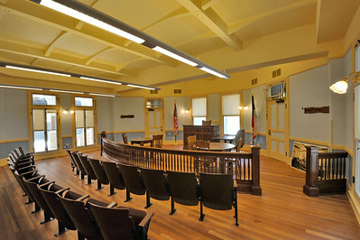 Comal_County_Courthouse_courtroom_DSC0264