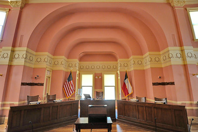 Comal_County_Courthouse_courtroom_DSC0272