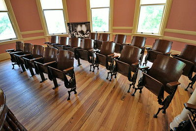 Comal_County_Courthouse_courtroom_DSC0275