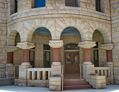 Comal_County_Courthouse_Entrance_DSC0257