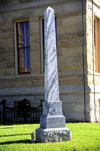 Lavaca_County_Courthouse_Oblisque_RAW4101