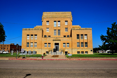 Front of the Cottle County Courthouse