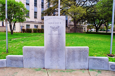 Falls County Courthouse, WW2 Memorial