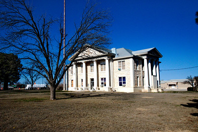 Glasscock_County_Courthouse_front-view_RAW0647