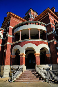 Gonzales_County_Courthouse_Corner_balcony_RAW4115