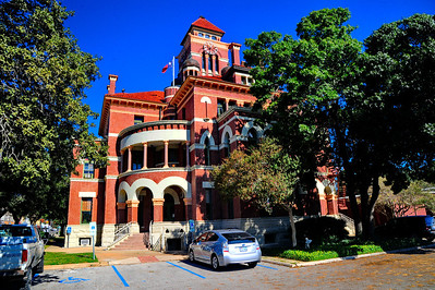 Gonzales_County_Courthouse_front_RAW4114
