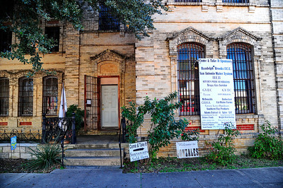 Gonzales_County_Courthouse_Ent_Old_Jail_RAW4129
