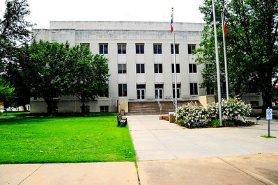 Grayson_County_Courthouse_Front-facade_RAW7102