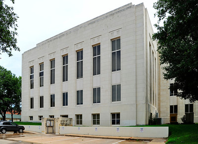 Grayson_County_Courthouse_Side-view_RAW7098