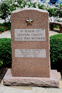 Grayson_County_Courthouse_Gold-star_Moms_RAW7117