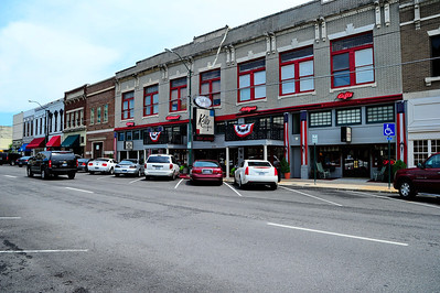 Grayson_County_Courthouse_Square-Businesses_RAW7112