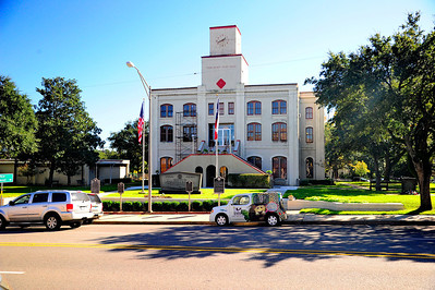 Tyler_County_Courthouse_across_street_RAW8416