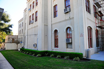 Tyler_County_Courthouse_side_view_RAW8434