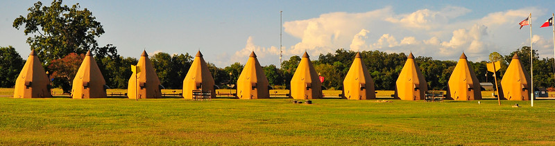 Wharton, Texas.......Tee Pee Motel on US59 Bus