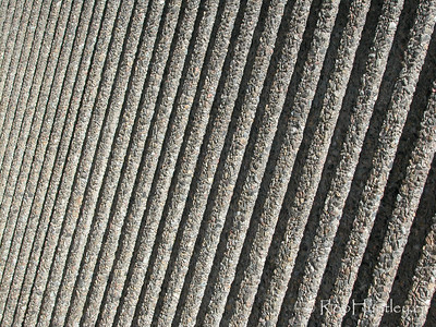 Pebbly concrete wall - textured ridges © Rob Huntley