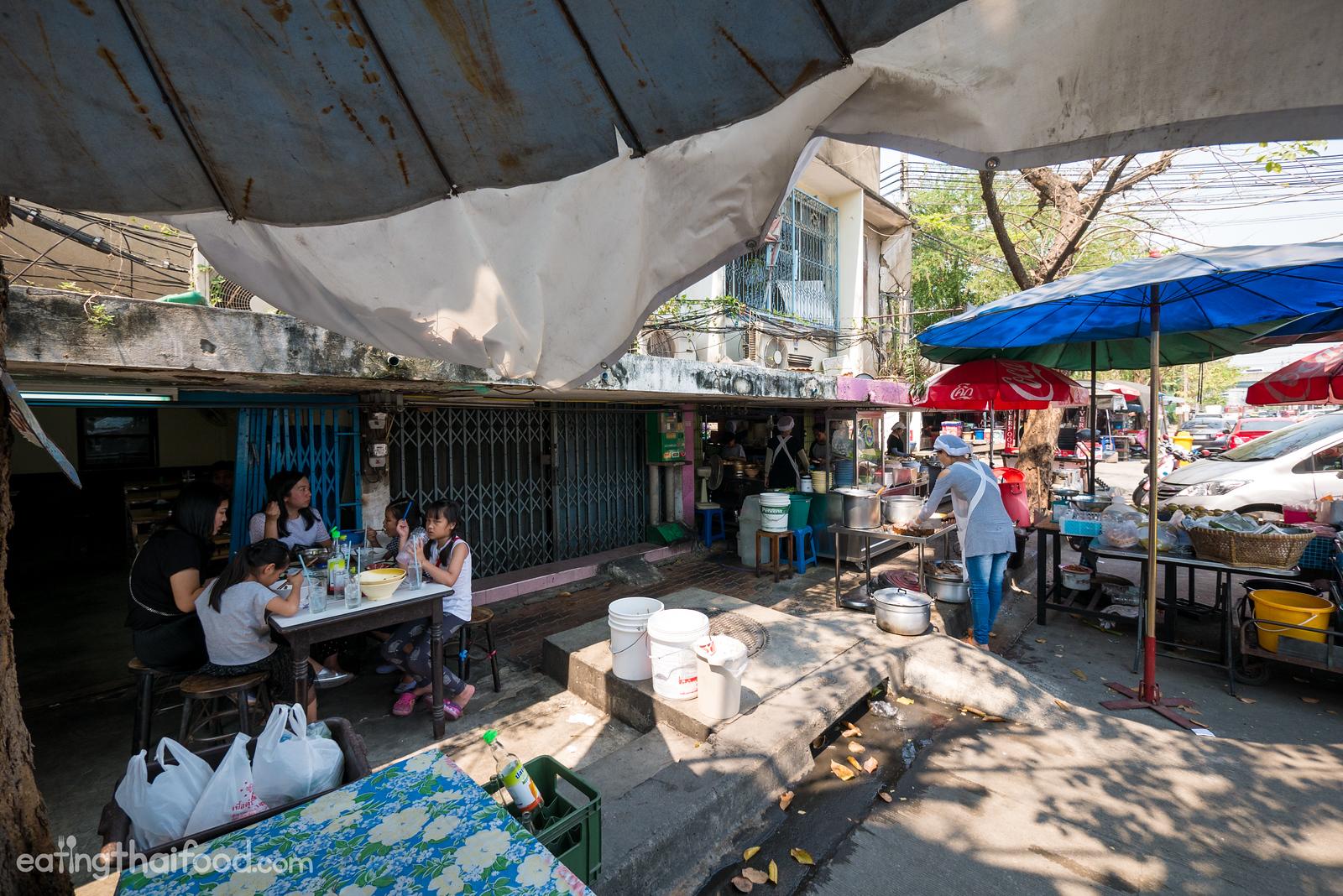 Neua Toon Tha Nam Sathu Pradit (ร้านเนื้อตุ๋นท่าน้ำสาธุประดิษฐ์)