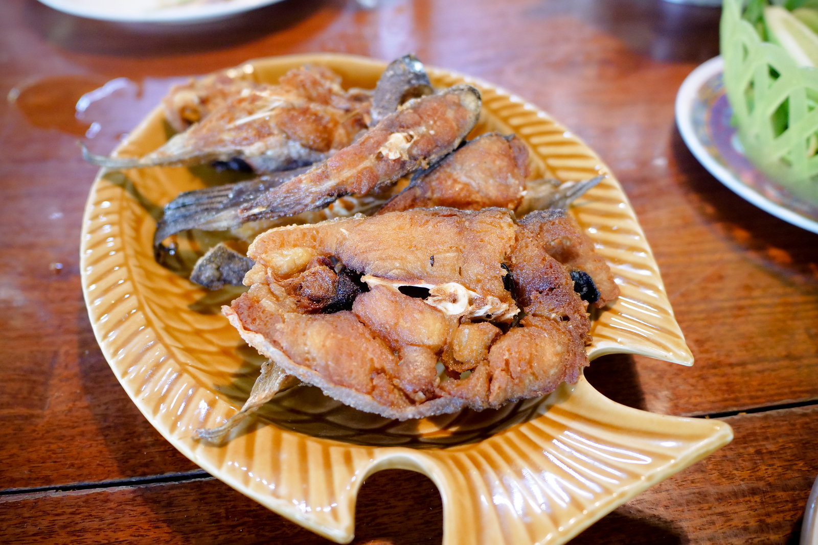 Deep Fried fish are plentiful and delicious at Ba Chao Ahaan Pa