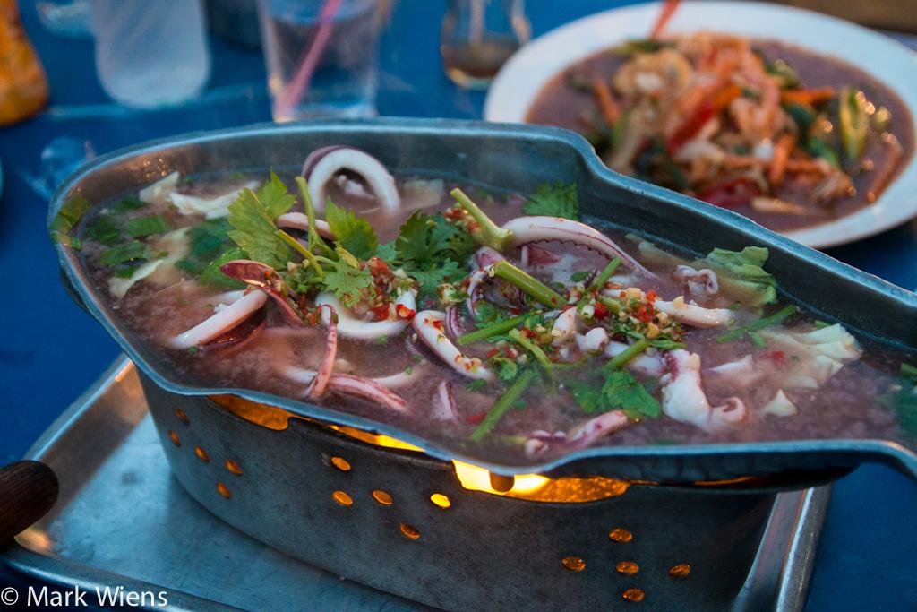 pla meuk neung manao (ปลาหมึกนึ่งมะนาว),