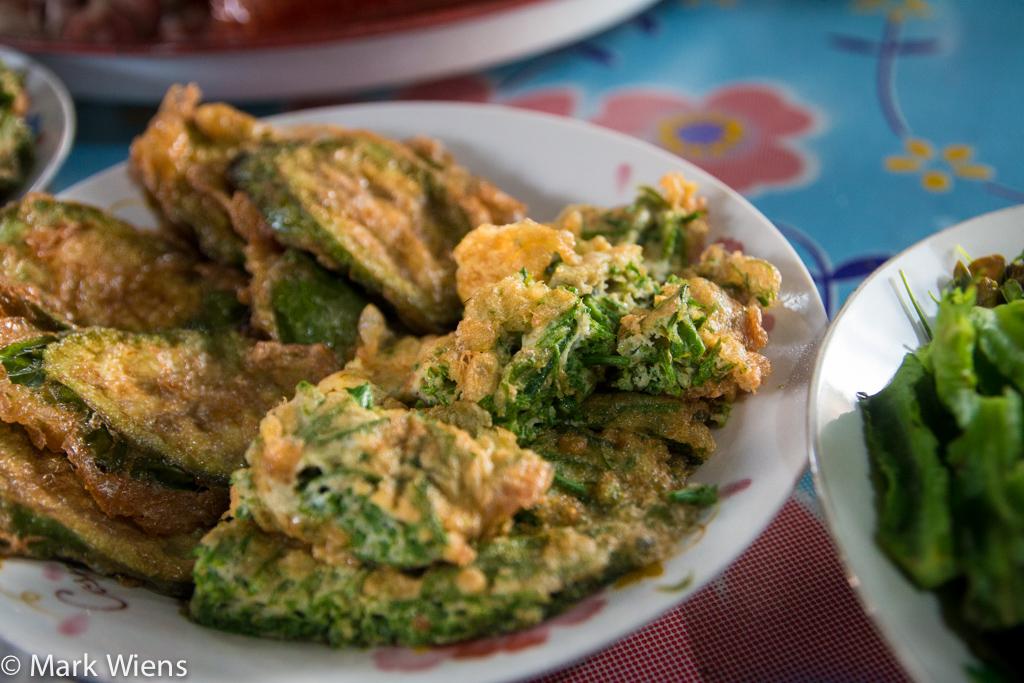 Cha om kai (ชะอมไข่)