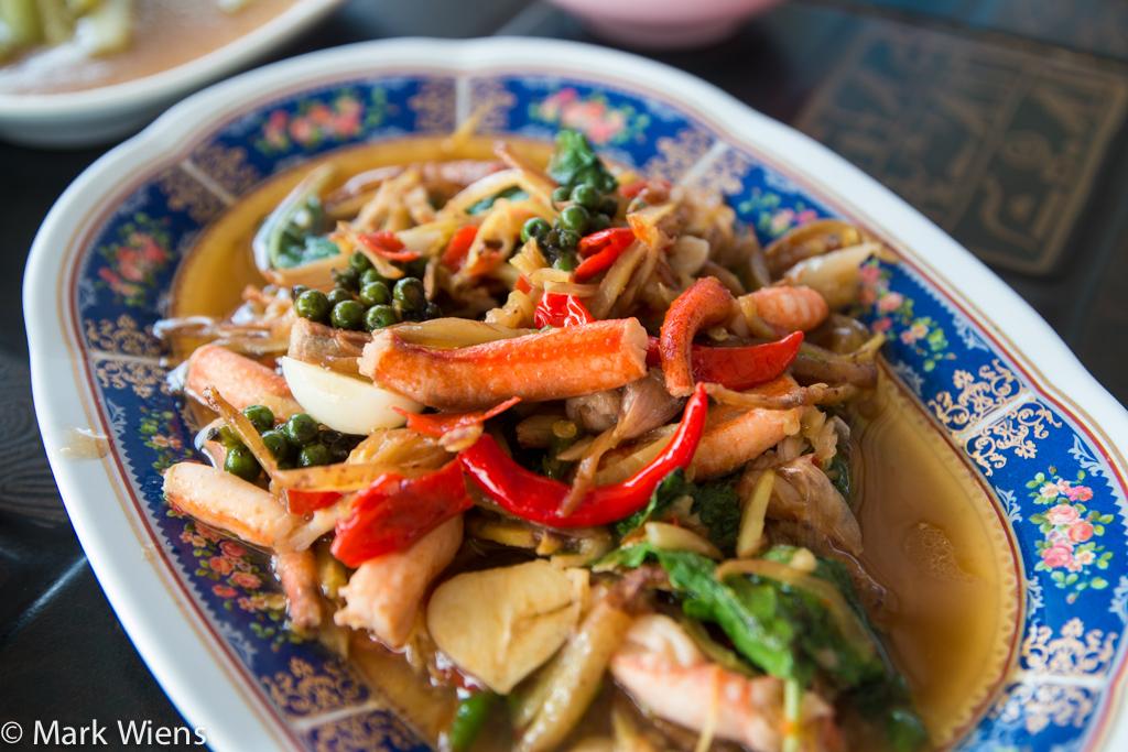 Kam goong pad cha (ก้ามกุ้งผัดฉ่า)