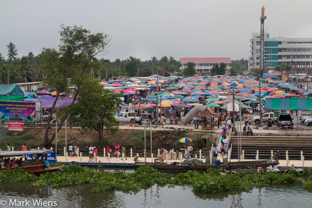 Talad Wat Raiking (ตลาดวัดไร่ขิง)