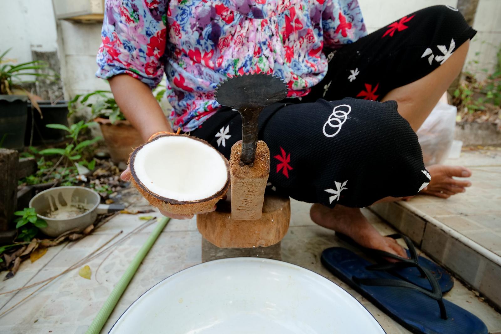 coconut scraper