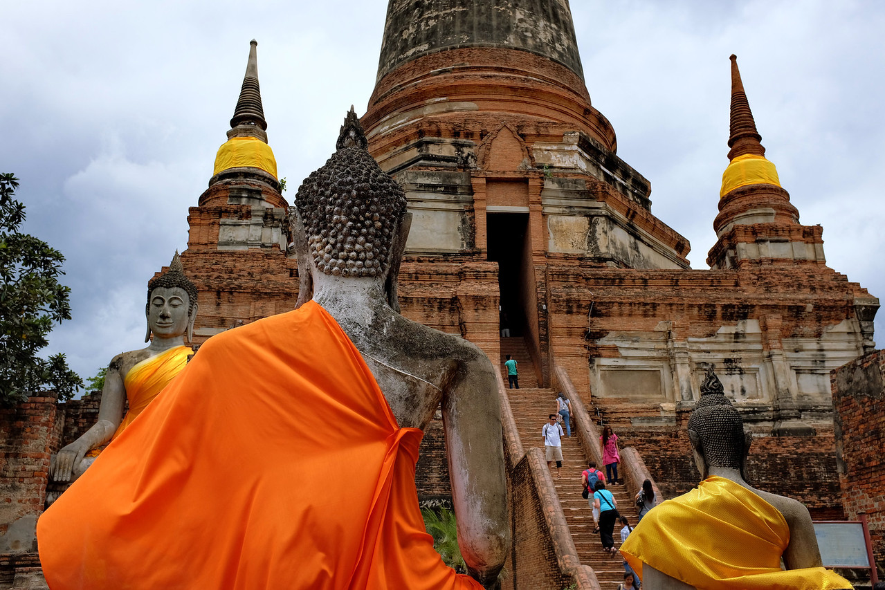 Wat Yai Chaya Mongkol stairs