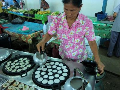 San Kamphaeng market