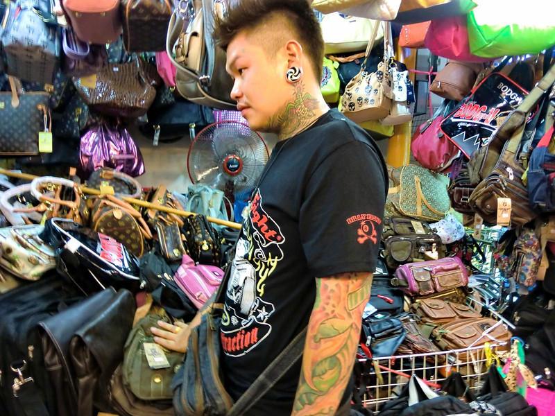 Handbag seller: Wawarot Market