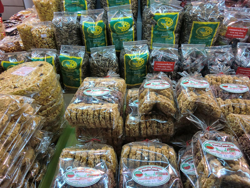 Sunflower seeds and rice cakes (khao tan)