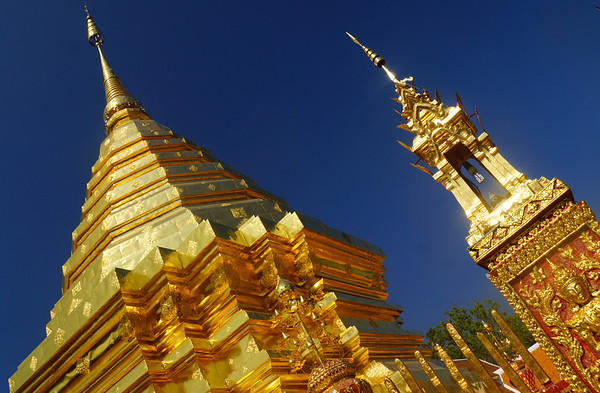 The impressive golden Wat Doi Suthep Temple