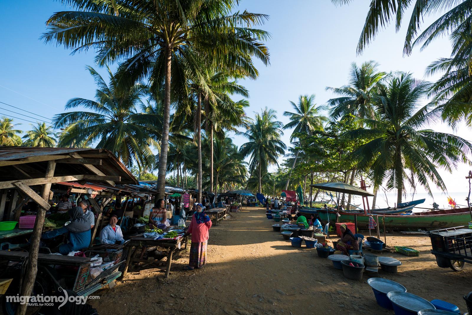 Talad Baan Plai Thon (ตลาดบ้านปลายทอน)