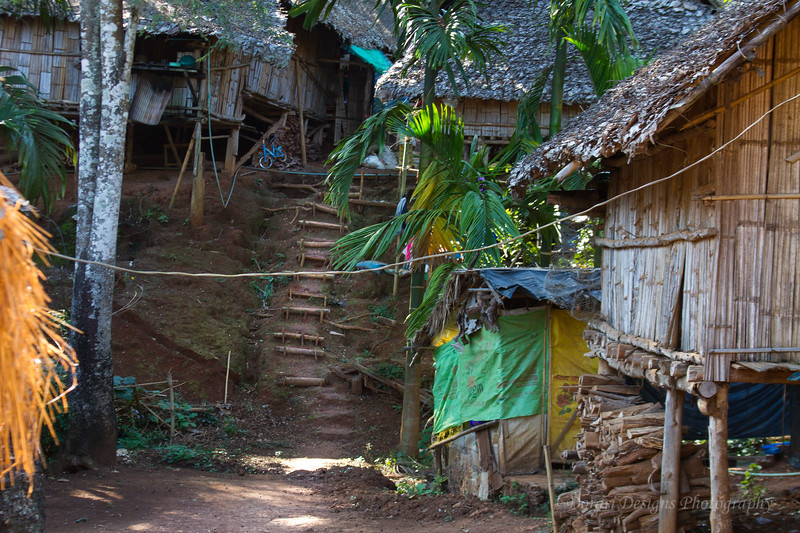 Karen Long Nec Tribe; Village housing