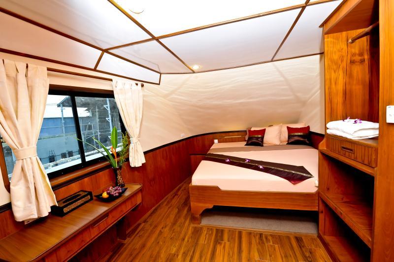 White Manta Thailand Liveaboard En Suite Cabin 3+4 (Main Deck)