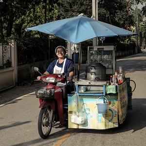 Food seller, Wiang Kum Kam