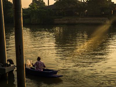 Ayuttaya Life on Boat