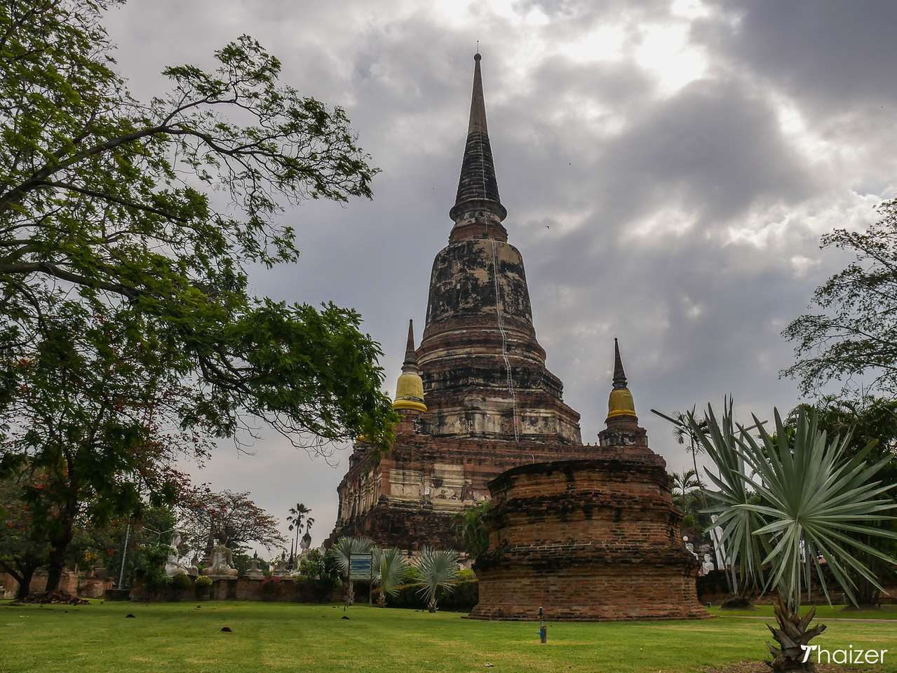bell-shaped chedi at Wat Yai Chai Mongkhon