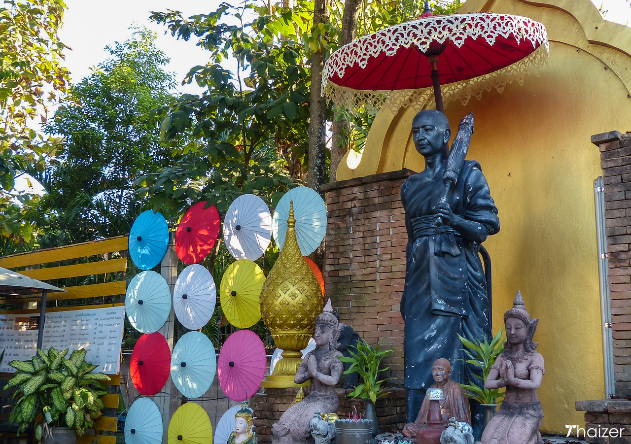 statue of Phra Inthaa in Bo Sang