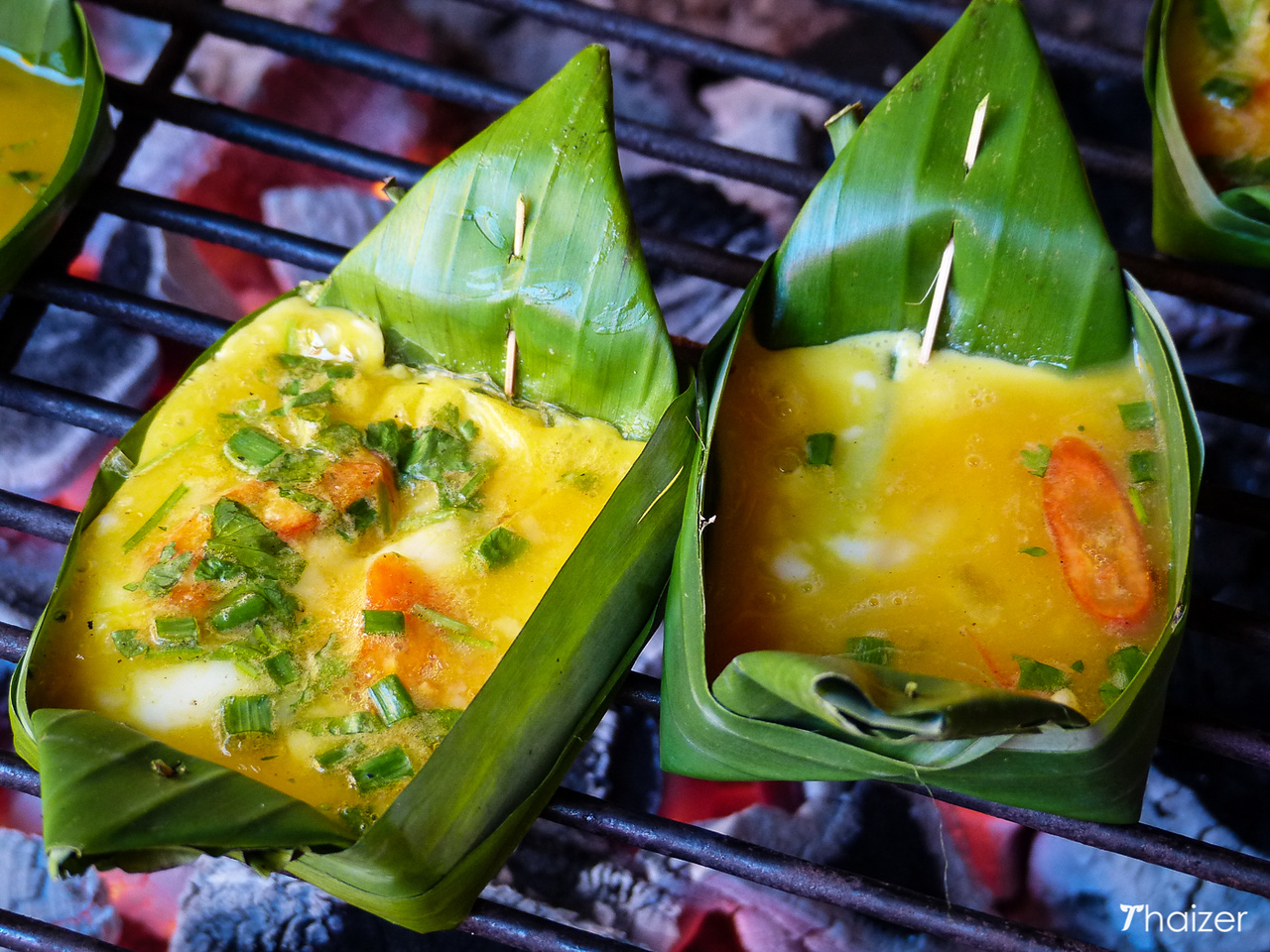 'Khai pam': egg grilled with chillies and onions and served in a banana leaf cup