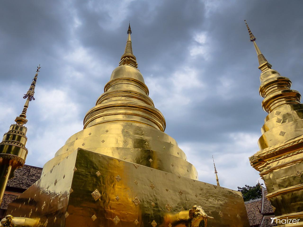 golden chedis at Wat Phra Singh