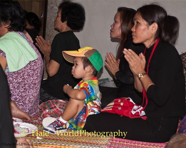 Duang Prays For Her Cousin While Peelawat Eats Dragon Fruit