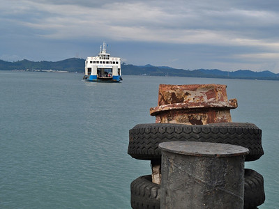 Ferry arriving from Trat